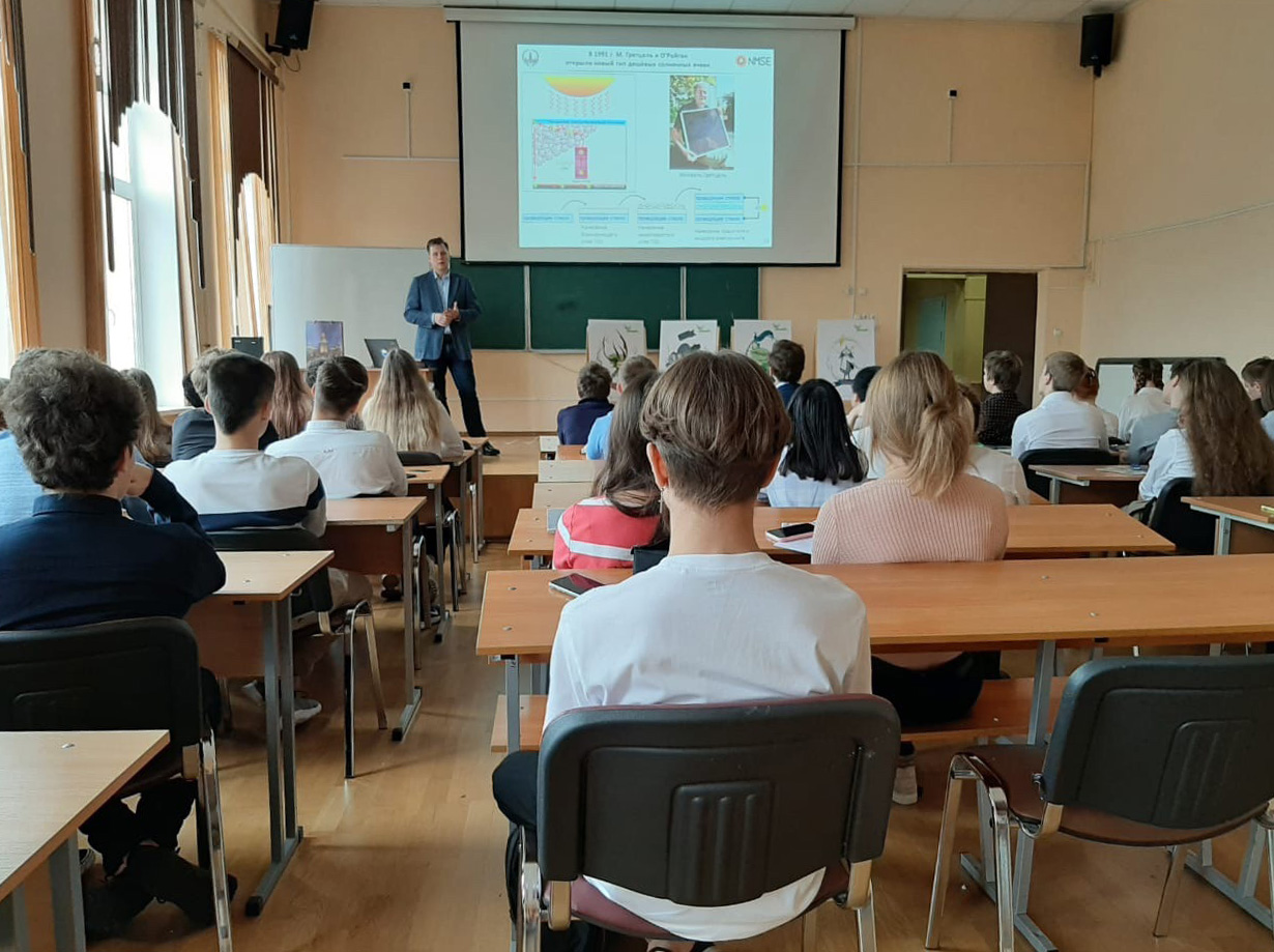 Laboratory members gave lectures within the 'Scientists in schools' project